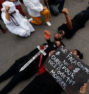 Aktivister efter dödsmisshandeln. Eraldo Peres / TT NYHETSBYRÅN