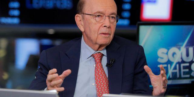 Wilbur Ross intervjuas av CNBC på börsgolvet på Wall Street på tisdagen. LUCAS JACKSON / TT NYHETSBYRÅN