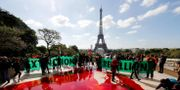 Extinction Rebellion protesterar med fejkblod på ett torg i Paris i maj i år. FRANCOIS GUILLOT / AFP