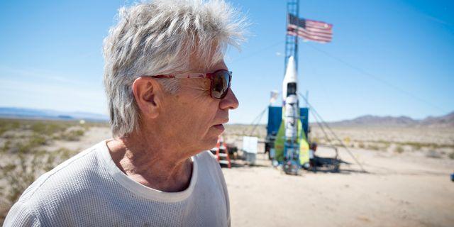 Mike Hughes framför sin raket James Quigg / TT NYHETSBYRÅN