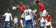 Manchester Uniteds Marouane Fellaini till höger gör mål. Martin Rickett / TT / NTB Scanpix