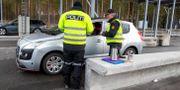 Kontroll vid gränsen mellan Sverige och Norge i mars. Terje Pedersen / TT NYHETSBYRÅN