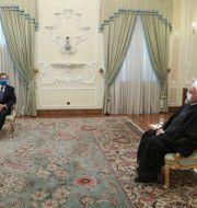 Rafael Grossi träffar Hassan Rouhani.  TT NYHETSBYRÅN