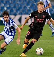 Ødegaard (höger) i söndagens match mot Real Sociedad. Alvaro Barrientos / TT NYHETSBYRÅN