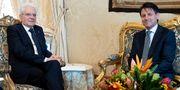 Italiens president Sergio Mattarella och Giuseppe Conte under ett möte i dag. HANDOUT / TT NYHETSBYRÅN