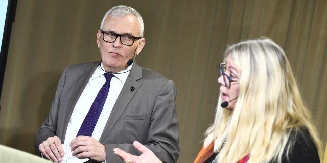 SKL:s ordförande Anders Knape och chefsekonom Annika Wallenskog.  Claudio Bresciani/TT / TT NYHETSBYRÅN