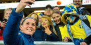 Olivia Schough och några fans under VM. JOEL MARKLUND / BILDBYRÅN