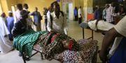 Människor köar för vård på sjukhus trots att läkare deltar i nationell strejk i en kampanj för civil olydnad. - / AFP