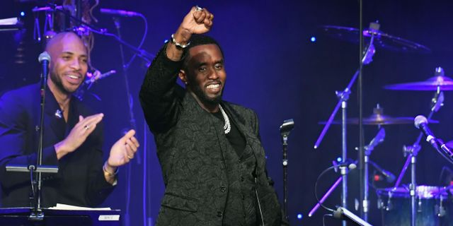 "Sean ""Diddy"" Combs tar emot hederspris. Allen Berezovsky / GETTY IMAGES NORTH AMERICA"