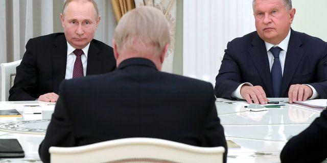 Rysslands president Vladimir Putin, Rosnefts vd Igor Sechin och BP:s Robert Dudley Mikhail Klimentyev / TT NYHETSBYRÅN