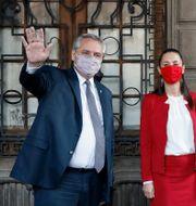 Argentinas president Alberto Fernández. Här tillsammans med Claudia Sheinbaum, borgmästare i MexikoCity. Rebecca Blackwell / TT NYHETSBYRÅN