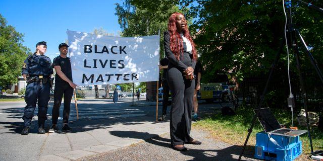 Aysha Jones under dagens manifestation. Jessica Gow/TT / TT NYHETSBYRÅN
