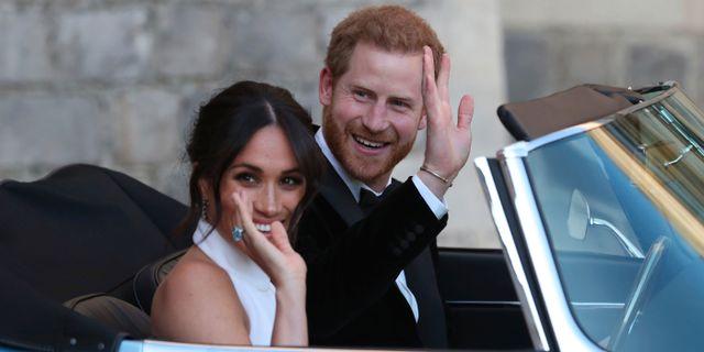 Arkivbild: Meghan Markle och prins Harry efter bröllopet tidigare i maj.  Steve Parsons / TT / NTB Scanpix