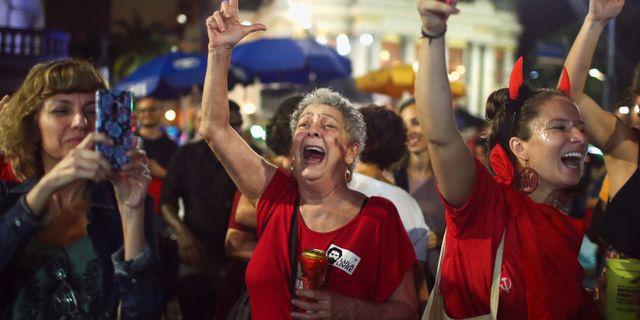 Anhängare jublar efter att Lula Da Silva släppts fri. PILAR OLIVARES / TT NYHETSBYRÅN