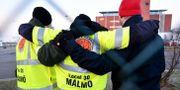 Strejkvakter utanför Malmö hamnområde på onsdagen.  Johan Nilsson/TT / TT NYHETSBYRÅN