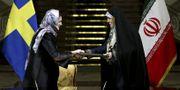 Handelsminister Ann Linde och Irans viceminister för kvinno- och familjefrågor Shahindokht Molaverdi under statsbesök i Teheran i februari.  TT