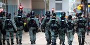 Polis patrullerar på universitet i staden där studenter barrikaderat sig. En del har lyckats fly.  MARKO DJURICA / TT NYHETSBYRÅN