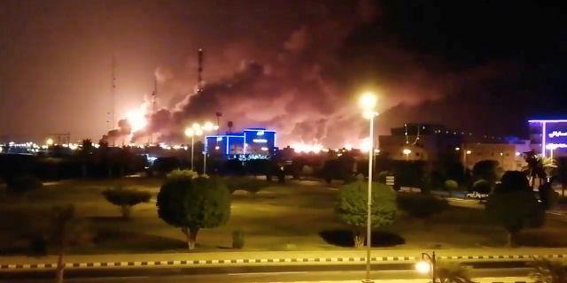 Rök efter attacken mot oljeanläggningar i Saudiarabien 14 september. VIDEOS OBTAINED BY REUTERS / TT NYHETSBYRÅN