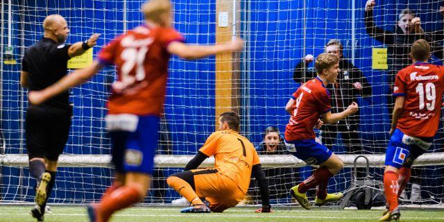 Gustav Ahrn gör 2–1 för Öster. SUVAD MRKONJIC / BILDBYRÅN