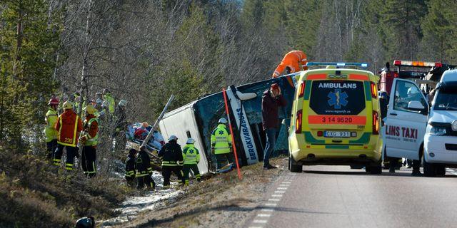 Busschauffor svart skadad i krock