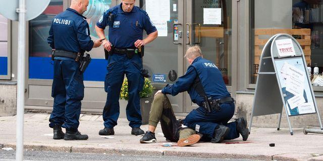 Gärningsmannen sköts i låret i samband med när han greps.  KIRSI KANERVA / AFP