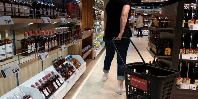Karibiska flygplatser har bäst priser på alkohol men parfymer är billigast i Europa, enligt en ny undersökning. NTB scanpix