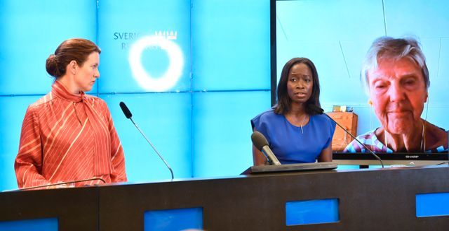 Liberalernas sjukvårdspolitiska talesperson Lina Nordquist och partiledare Nyamko Sabuni, coch äldrepolitiska talesperson Barbro Westerholm. Henrik Montgomery/TT / TT NYHETSBYRÅN