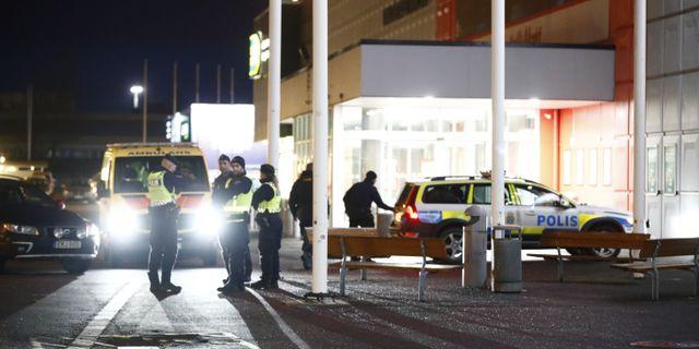 Barnet hittades utanför Coop i Bäckebol, där den misstänkta kvinnan även greps av polisen. Thomas Johansson/TT / TT NYHETSBYRÅN