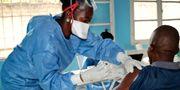 En man vaccineras mot ebola i staden Mbandaka i Kongo-Kinshasa. Arkivbild. Sam Mednick / TT NYHETSBYRÅN