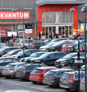 Signar Mäkitalo uppskattar inte att se bilar på parkeringarna utanför köpcenter. TT