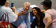 Joe Biden träffar väljare. Arkivbild. John Locher / TT NYHETSBYRÅN