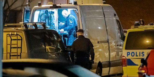Polisens tekniker slog till mot lägenheten 6 februari.  Johan Nilsson/TT / TT NYHETSBYRÅN