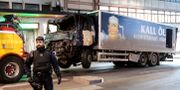 Lastbilen som användes vid terrorattentatet  bärgas bort, april 2017 Maja Suslin/TT / TT NYHETSBYRÅN