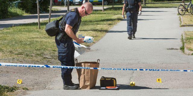 Polisen undersöker brottsplatsen. Staffan Claesson/TT / TT NYHETSBYRÅN