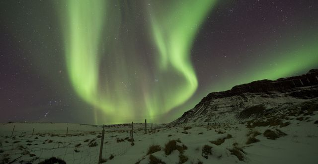 Illustration: Norrsken över Bifrost, västra Island.  Rene Rossignaud / TT / NTB Scanpix