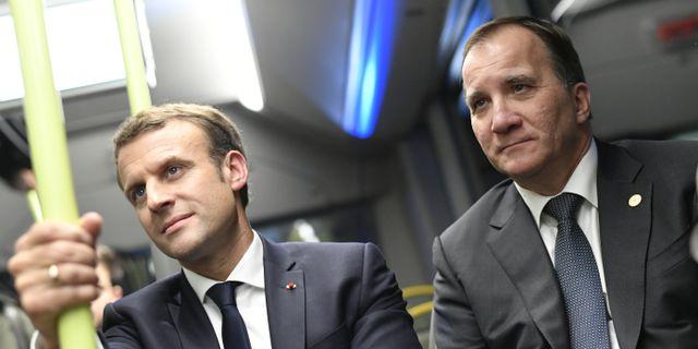 Frankrikes president Emmanuel Macron och statsminister Stefan Lofven i Volvos buss på väg till Volvos fabrik under EU:s toppmöte för rättvisa jobb och tillväxt. Björn Larsson Rosvall / TT NYHETSBYRÅN
