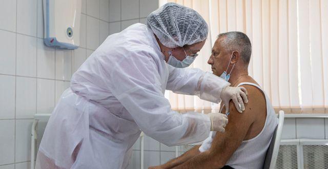 Testning av ryska vaccinet Sputnik V. Alexander Zemlianichenko Jr / TT NYHETSBYRÅN