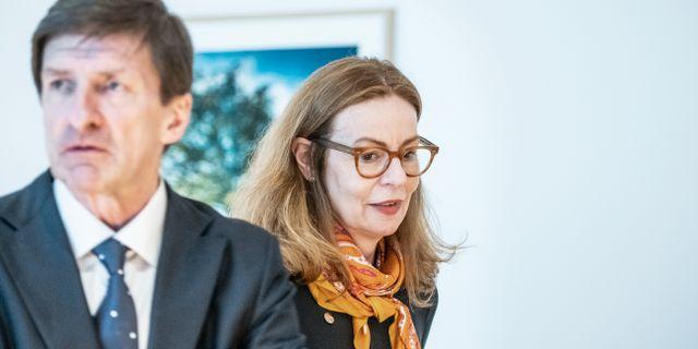 Swedbanks tidigare styrelseordförande Lars Idermark och förra vd Birgitte Bonnesen.  Lars Pehrson/SvD/TT / TT NYHETSBYRÅN
