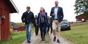 Partiledare Ebba Busch Thor och Magnus Oscarsson vid ett besök på en gård i september.  Thommy Tengborg / TT / TT NYHETSBYRÅN