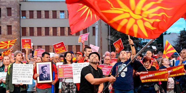 Demonstration mot namnbytet utanför parlamentet i Skopje ROBERT ATANASOVSKI / AFP