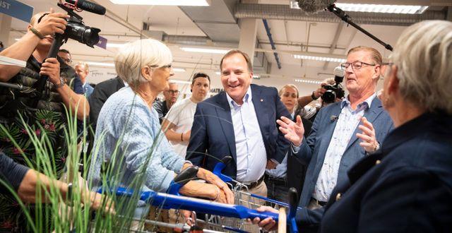 Arkivbild: Boris Lennerhov visar runt statsminister Stefan Löfven i Gekås-varuhuset, 2019.  Jonas Lindstedt/TT / TT NYHETSBYRÅN