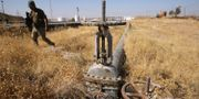 En irakisk soldat intill en oljeledning utanför Kirkuk.  AHMAD AL-RUBAYE / AFP