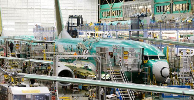 Boeing 737–800 tillverkas. Arkivbild.  Ted S. Warren / TT NYHETSBYRÅN