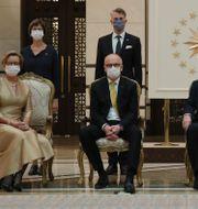 Sveriges ambassadör Staffan Herrström med hustrun Karin Herrström och Turkiets president Recep Tayyip Erdogan/Arkivbild från 2020 TT NYHETSBYRÅN