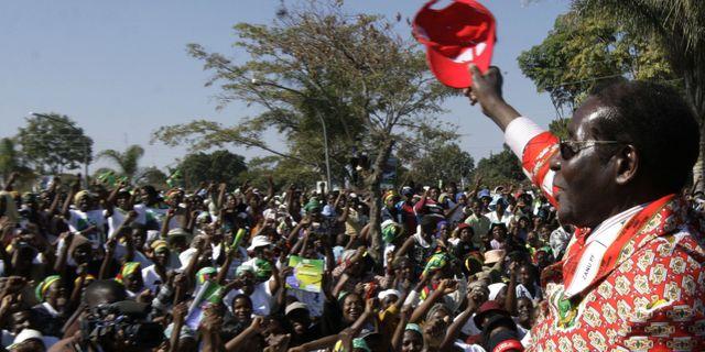 Robert Mugabe under ett valtal i Chitungwiza, Zimbabwe, den 26 juni 2008.  TSVANGIRAYI MUKWAZHI / TT NYHETSBYRÅN