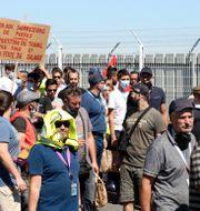 Strejken sker vid huvudkontoret i Toulouse.  Manuel Blondeau / TT NYHETSBYRÅN