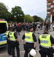 Polis och demonstranter i Malmö. Andreas Hillergren/TT / TT NYHETSBYRÅN