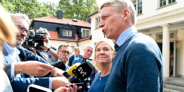 Finansminister Magdalena Andersson (S) och biträdande finansminister Per Bolund talar med media om förutsättningarna för 2020 års budget.  Henrik Montgomery/TT / TT NYHETSBYRÅN