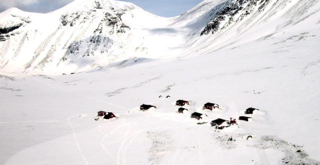 Forskningsstationen vid Tarfala Kebnekaise-massivet, med STF:s fjällstuga i bakgrunden. Arkivbild. TT
