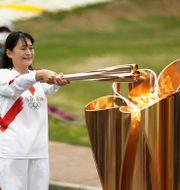 Den olympiska elden har tänts i Osaka i Japan.  Hiro Komae / TT NYHETSBYRÅN